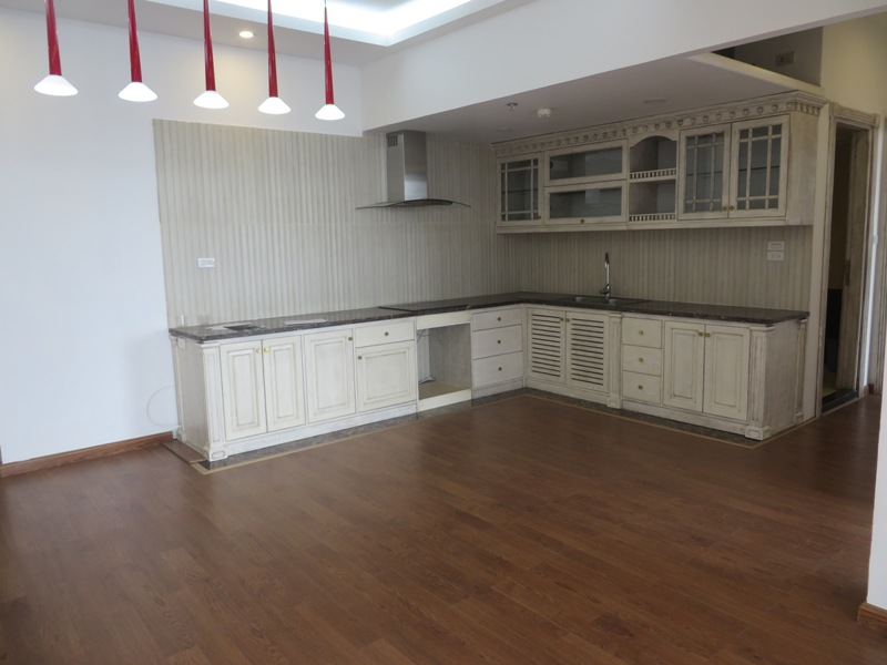 Apartment with 2 bright bedrooms for sale in R5 building, Royal City
