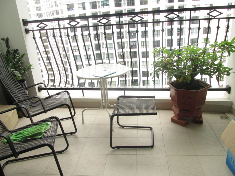 Apartment with large balcony, 2 bedrooms, for lease in R1 building Royal City