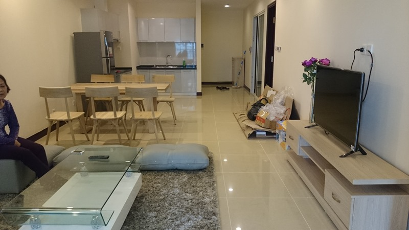 Good apartment to stay: 3 bed / 3 bath with 1300 USD, friendly landlord in R5 building