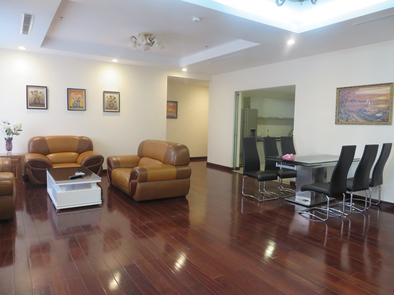 Luxury apartment with 03 bedrooms for lease in Vinhomes Royal City
