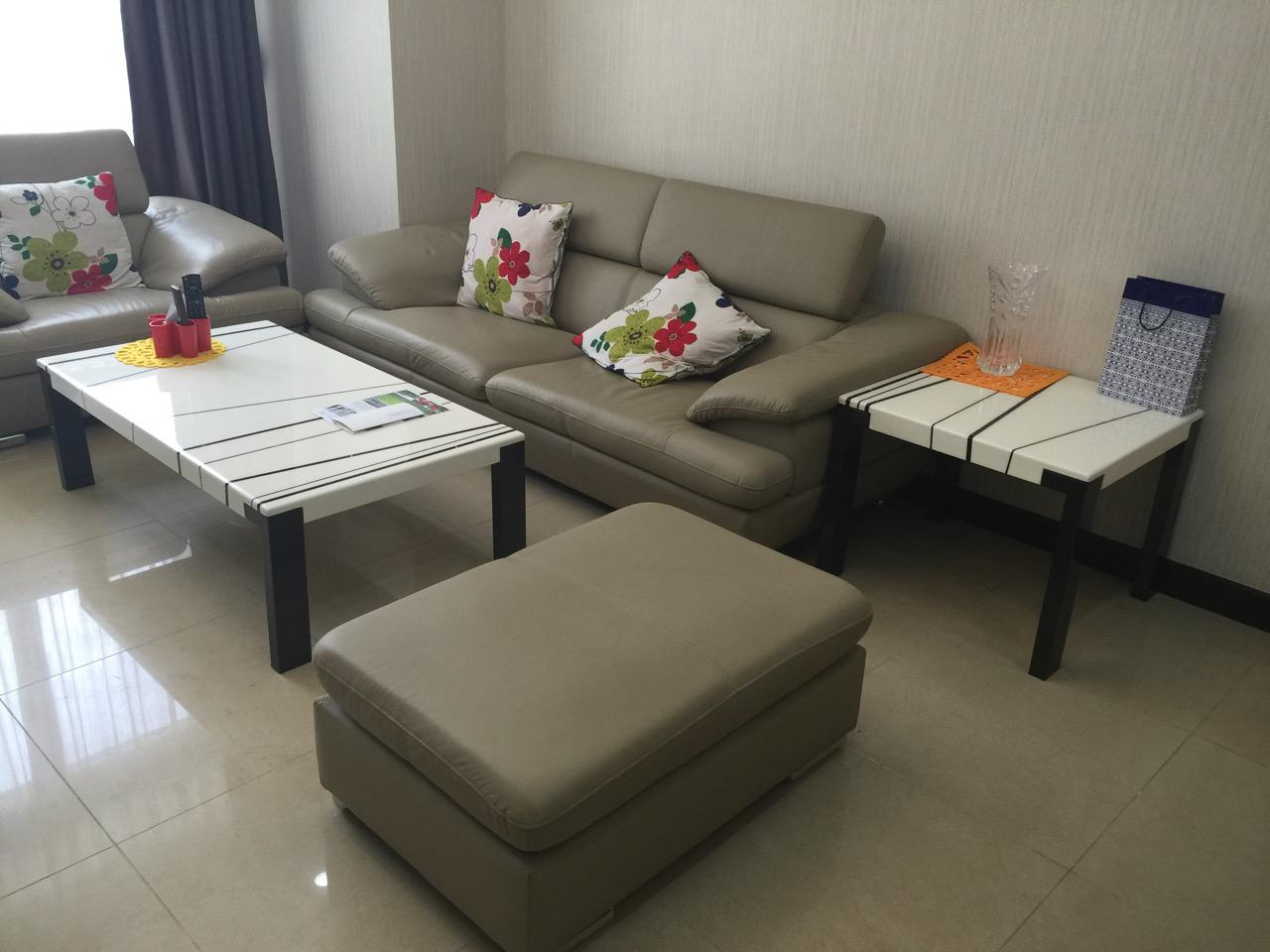 Nice decorated apartment with 02 bedrooms to rent in R5 building Royal City