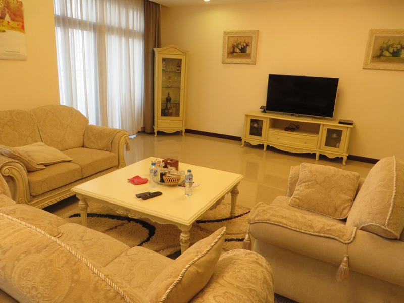 R1 Royal City Apt For Rent   $1,700 With 3 Bed / 3 Bath With Spacious  Living Room, Modern Style Decorating